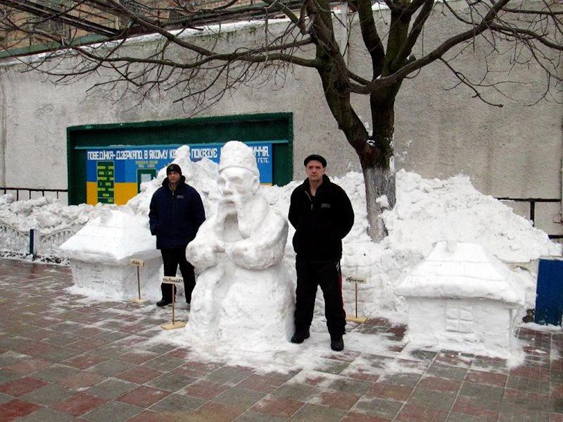 1391941074 8 Снежные скульптуры в исправительных колониях Украины