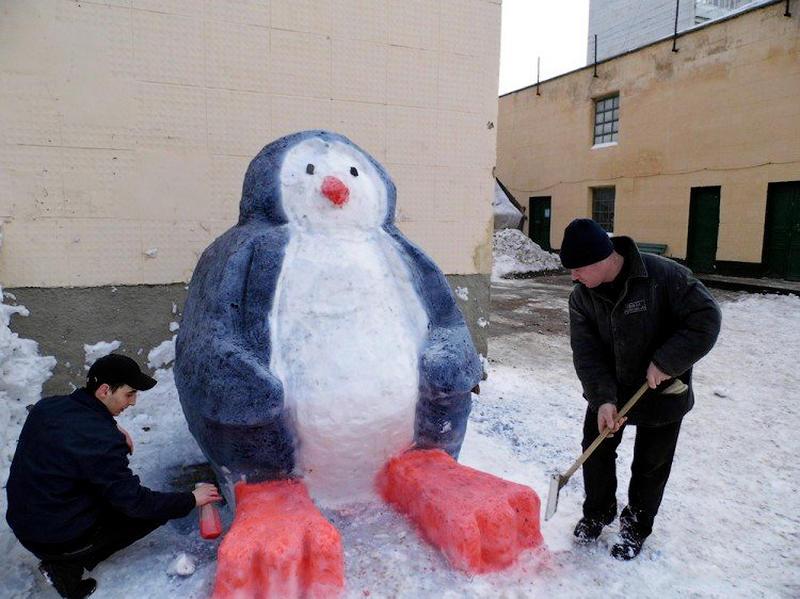 1391941103 10 Снежные скульптуры в исправительных колониях Украины