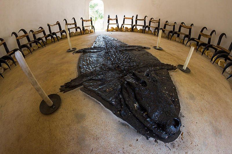 BaanSiDum24 Храм смерти. Черный дом Baan Si Dum. Северный Таиланд
