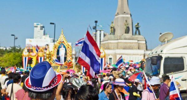 Акция «Закроем Бангкок» или цветные манифесты