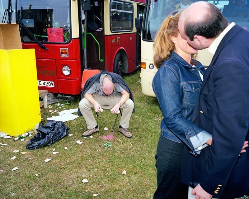 1. Алкогольной теме посвящено несколько работ Питера Денча. Так, в 2000 году он создал цикл фотографий под названием «DrinkUK» (Пьющая Великобритания). В объективе Питера часто оказываются запойные пьяницы и различные социальные проблемы, связанные с алкоголизмом.