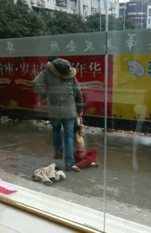 article 2562672 1B9EE2C500000578 553 634x976 519x800 Фотографии, которые потрясли Китай