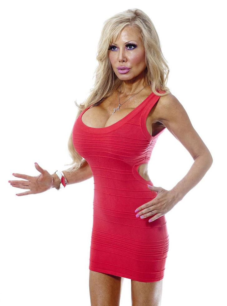 blondie07 38 летняя женщина превращает себя в куклу Барби