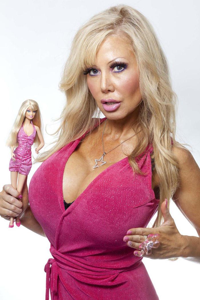 blondie09 38 летняя женщина превращает себя в куклу Барби