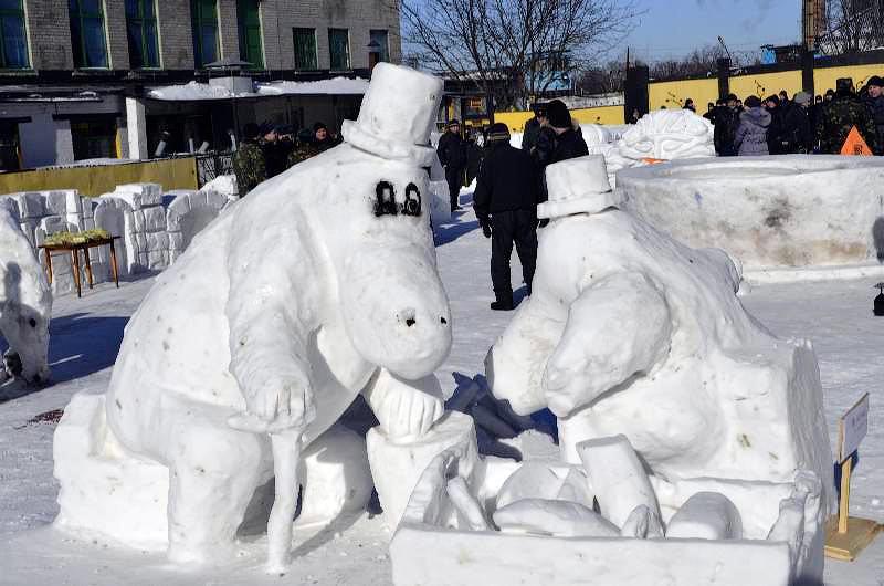 ca6 bWQL2kI Снежные скульптуры в исправительных колониях Украины