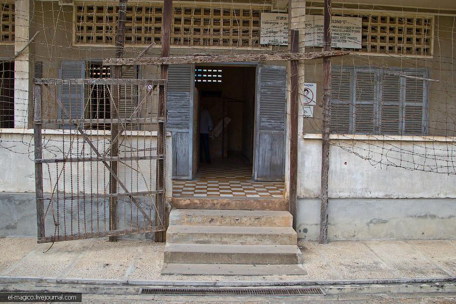 communistjail08 Тюрьма для врагов коммунизма и место убийства 17 000 человек. Туол Сленг и Чоенг Эк
