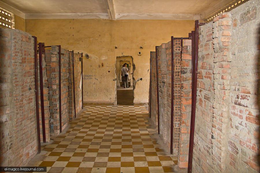 communistjail10 Тюрьма для врагов коммунизма и место убийства 17 000 человек. Туол Сленг и Чоенг Эк