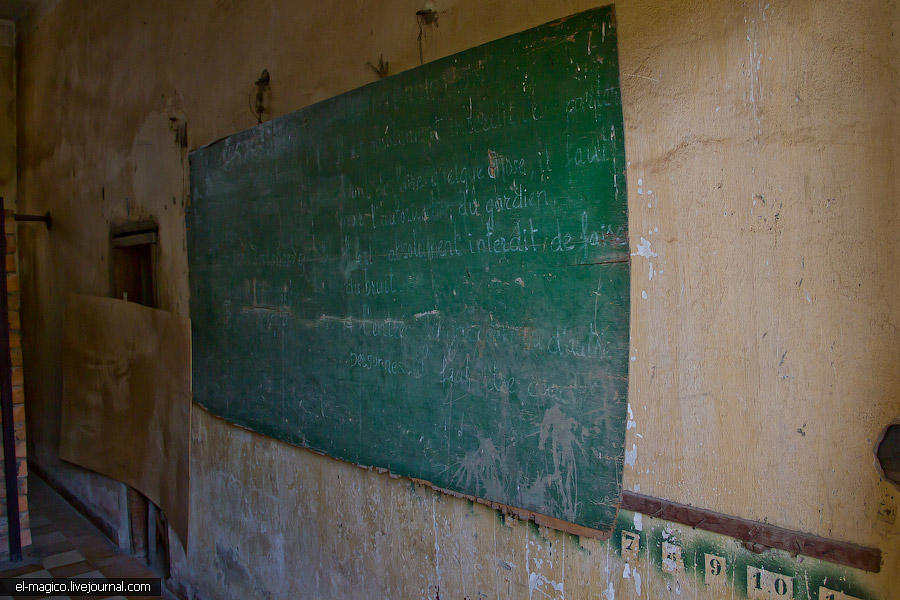 communistjail11 Тюрьма для врагов коммунизма и место убийства 17 000 человек. Туол Сленг и Чоенг Эк