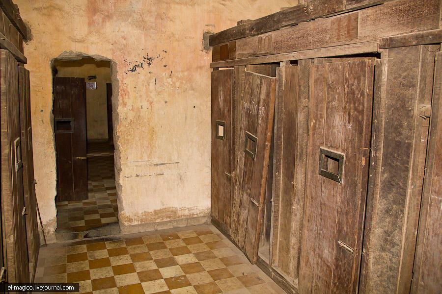 communistjail12 Тюрьма для врагов коммунизма и место убийства 17 000 человек. Туол Сленг и Чоенг Эк