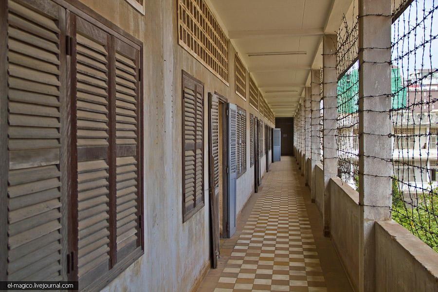 communistjail13 Тюрьма для врагов коммунизма и место убийства 17 000 человек. Туол Сленг и Чоенг Эк