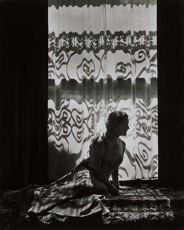 эротические фотографии с игрой света и тени