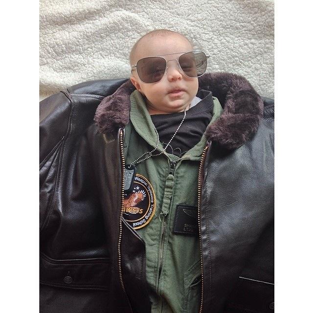 BabiesinSuits02 Инстаграм недели: Смешные малыши в одежде взрослых