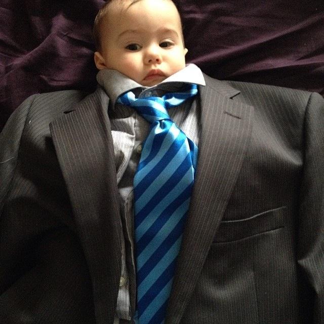 BabiesinSuits10 Инстаграм недели: Смешные малыши в одежде взрослых