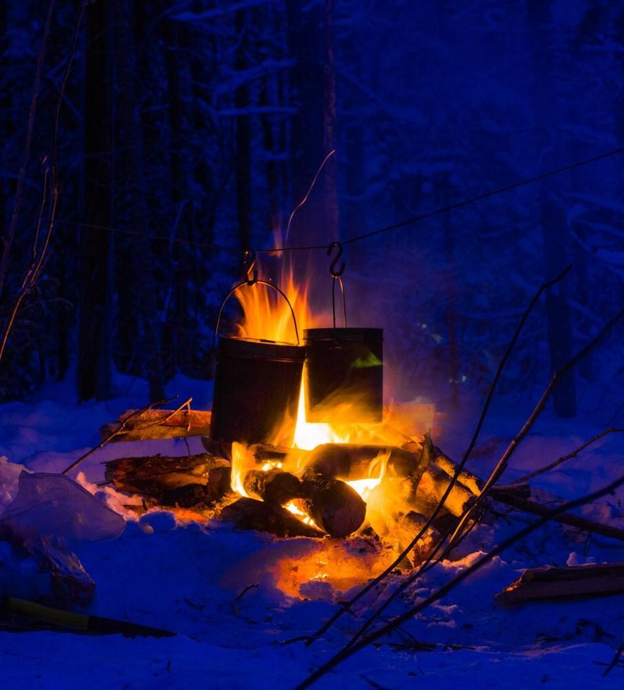 также покажите пожалуйста картинки отдыхающих зимой у костра оборудуют сауны своих