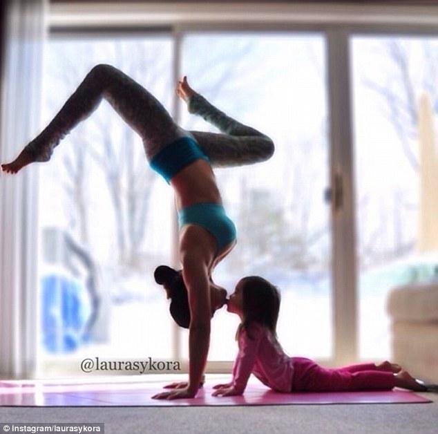article 0 1C347D5800000578 83 634x628 Instagram недели: Занятия йогой мамы и дочки покорили мир