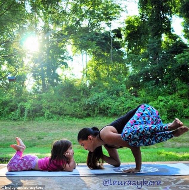 article 0 1C347D8700000578 543 634x635 Instagram недели: Занятия йогой мамы и дочки покорили мир