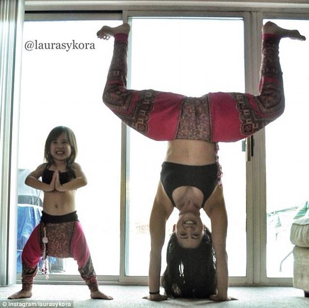 article 0 1C347D8C00000578 906 634x631 Instagram недели: Занятия йогой мамы и дочки покорили мир