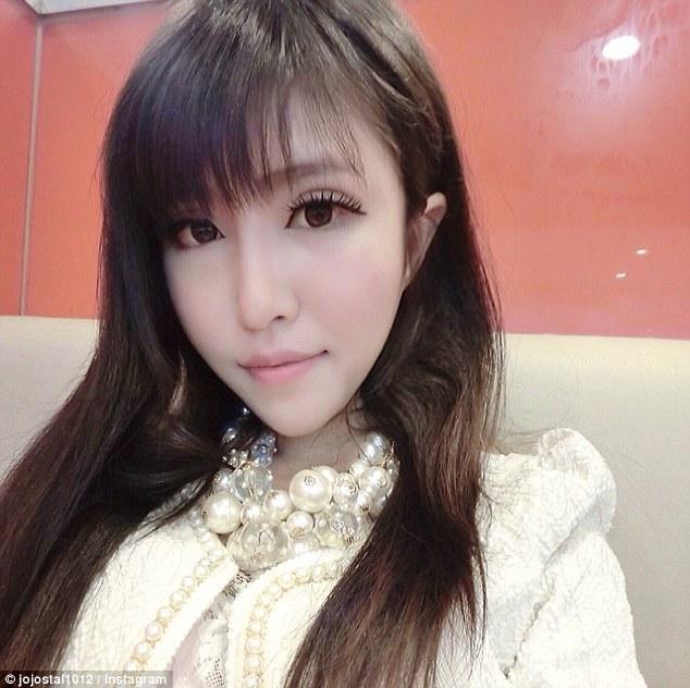 article 0 1C5A049200000578 622 634x632 Смерть в Instagram: юная китаянка задокументировала свое самоубийство