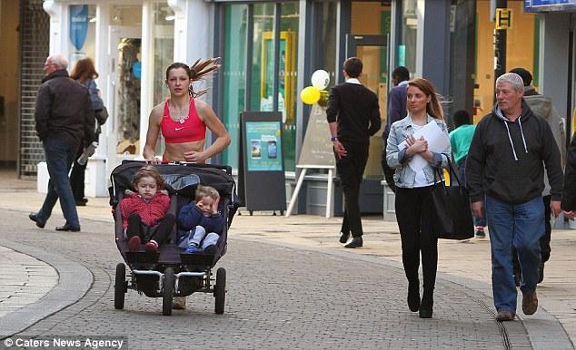 article 2584166 1C69031B00000578 440 634x386 Мать троих детей рассказала, как похудеть на 6 размеров