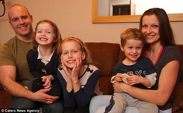 article 2584166 1C69040D00000578 28 634x391 Мать троих детей рассказала, как похудеть на 6 размеров