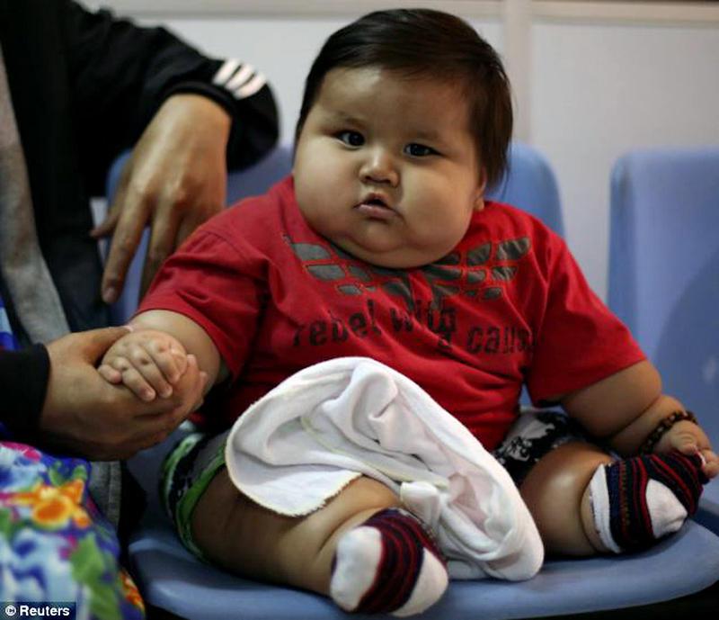article 2584258 1C6D9F4F00000578 104 634x546 Ожиревшего 8 месячного малыша изъяли у родителей