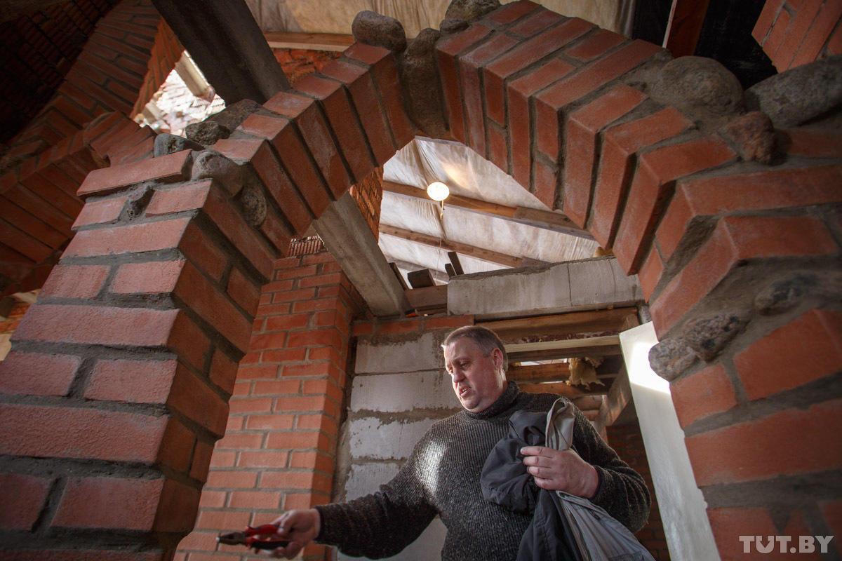 enthusiast11 Строитель энтузиаст возводит дом уже 10 лет