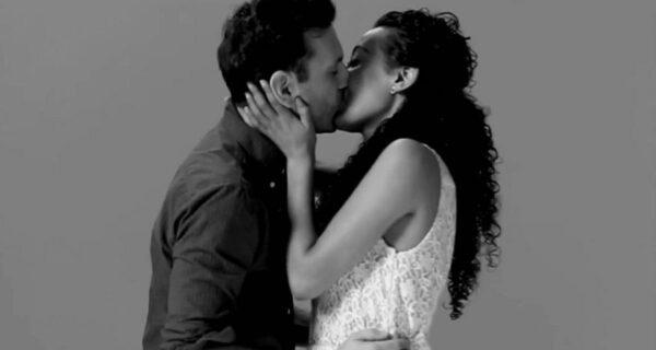 Поцеловать незнакомца — от смущения к страсти