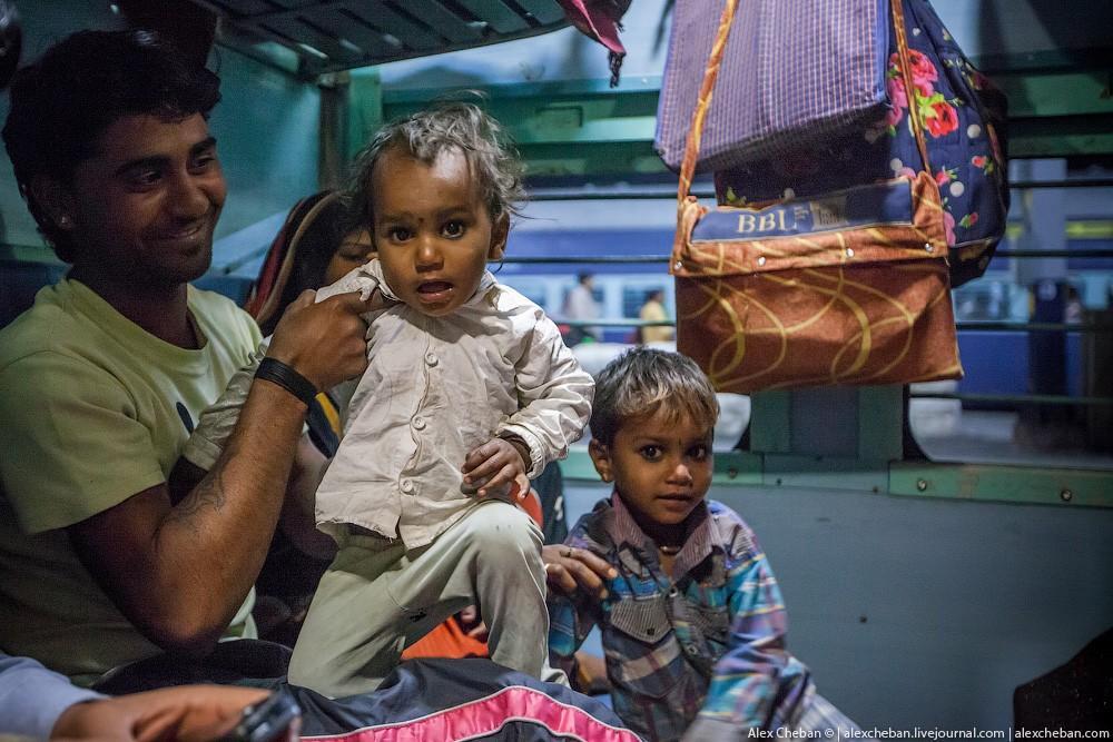 indiantrain09 Общий вагон индийского поезда