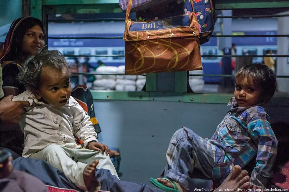 indiantrain10 Общий вагон индийского поезда