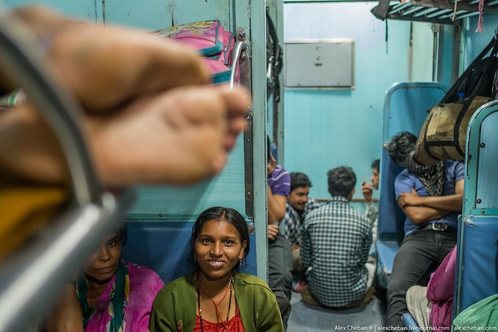 indiantrain11 Общий вагон индийского поезда