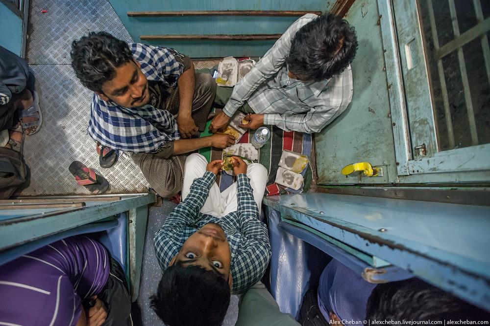 indiantrain12 Общий вагон индийского поезда