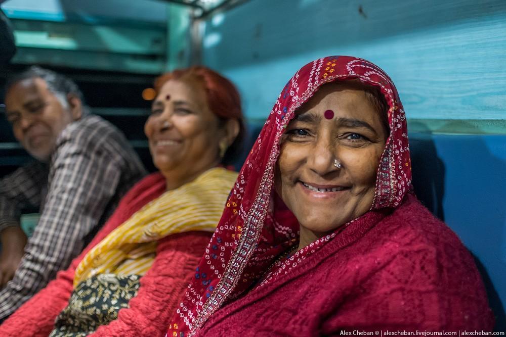 indiantrain14 Общий вагон индийского поезда