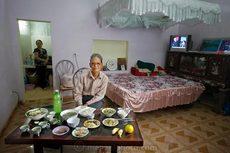 what i eat13 Увлекательный проект: Что едят люди в разных странах