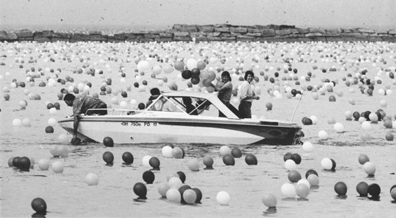 201415031625291 В 1986 году на Кливленд напали... шарики