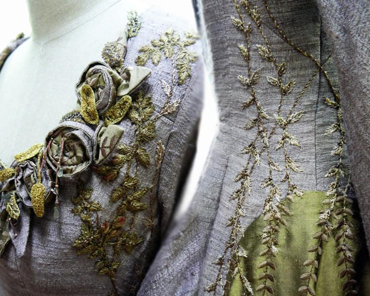26 SANSA roses details Поразительные детали костюмов Игры престолов