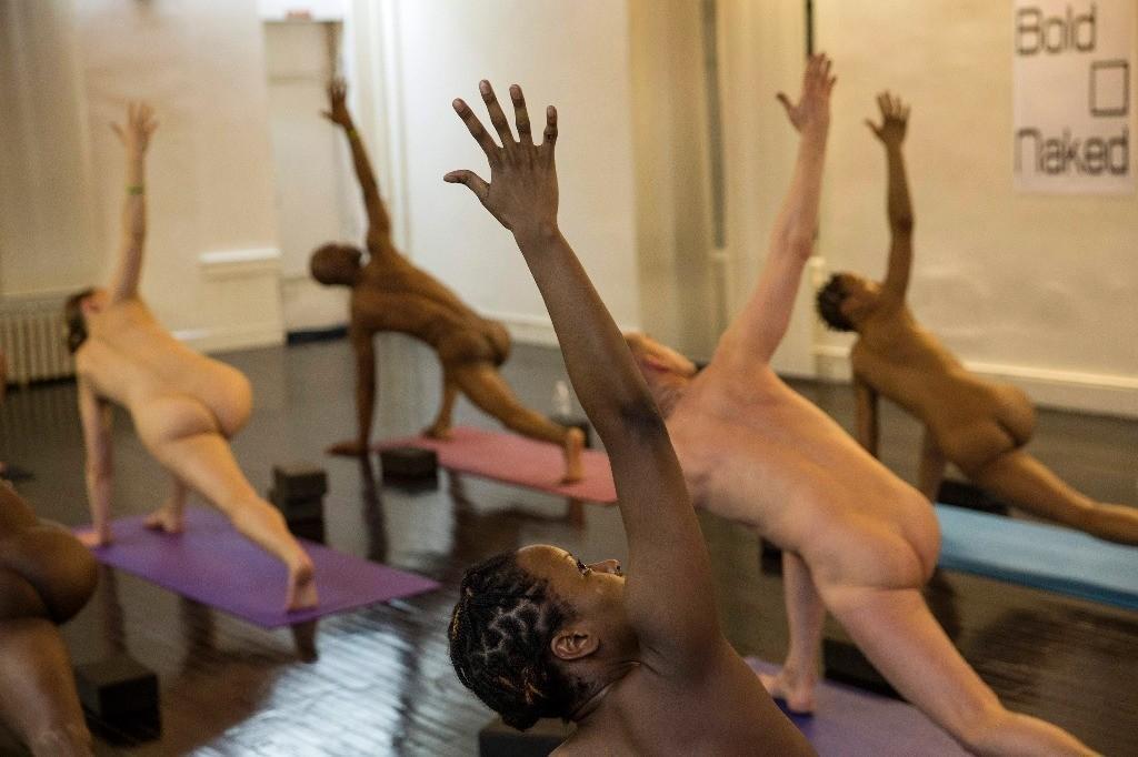 BoldnNaked02 Обнаженные йоги в Нью Йорке