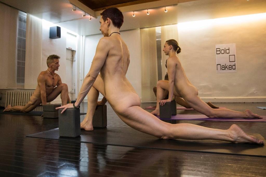 BoldnNaked03 Обнаженные йоги в Нью Йорке