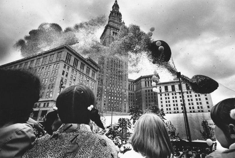 DuGwi2v fv41 В 1986 году на Кливленд напали... шарики