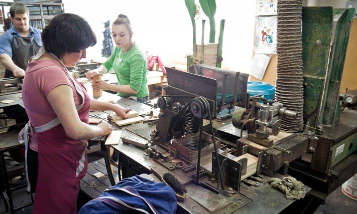 pencils11 Как делают карандаши из сибирского кедра