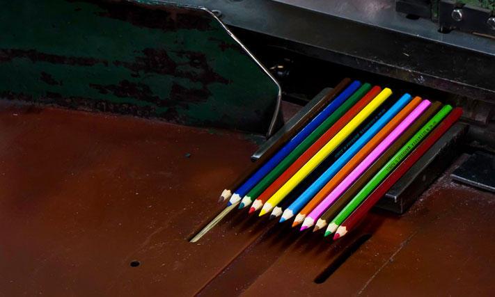 pencils37 Как делают карандаши из сибирского кедра