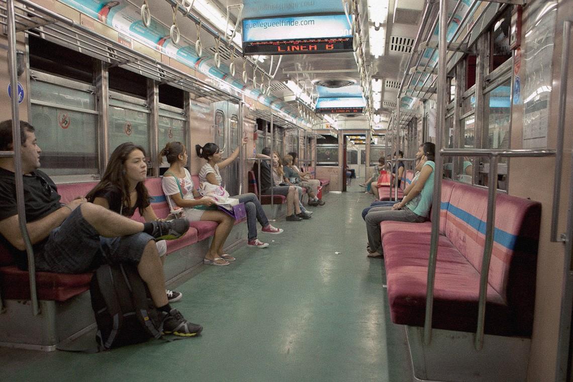 subwaywagons05 - Как выглядят вагоны метро разных стран и эпох