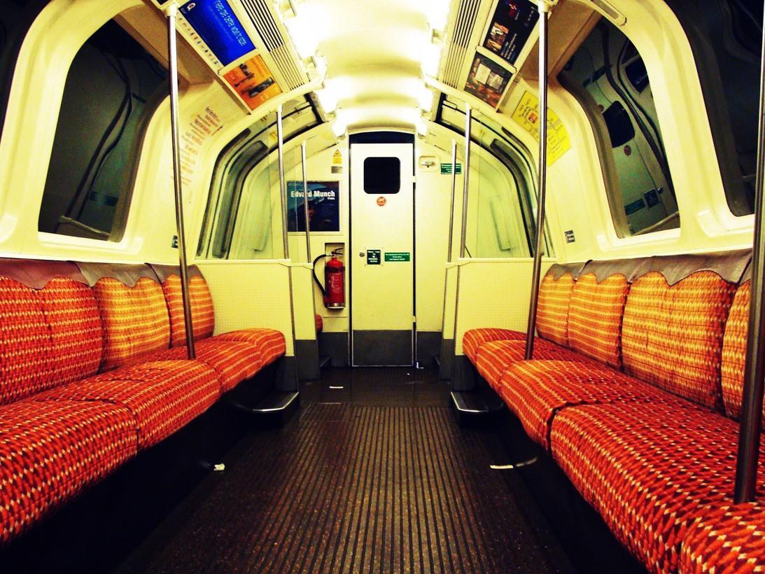 subwaywagons09 - Как выглядят вагоны метро разных стран и эпох