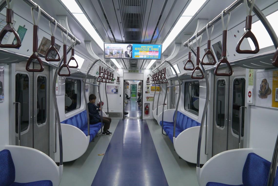 subwaywagons10 - Как выглядят вагоны метро разных стран и эпох