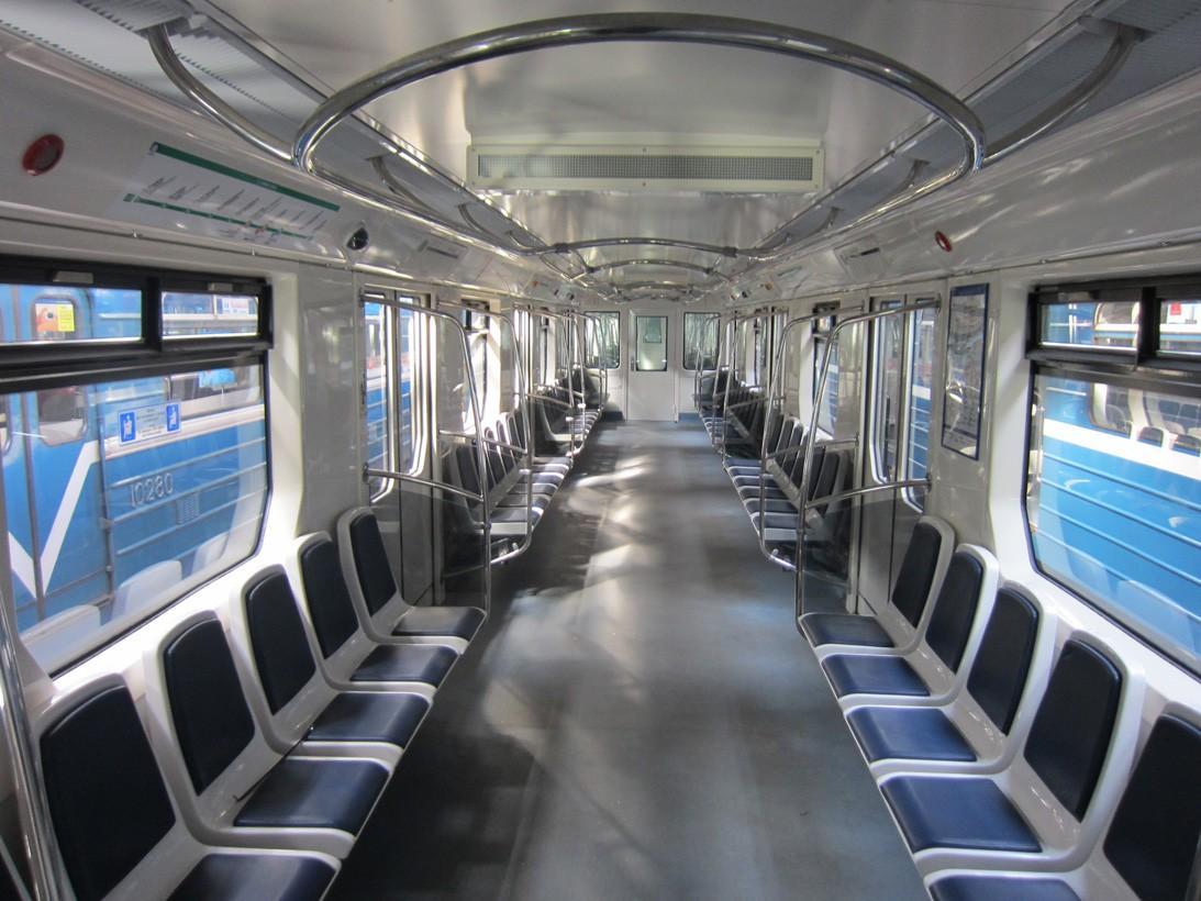 subwaywagons15 - Как выглядят вагоны метро разных стран и эпох
