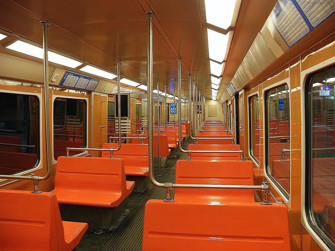 subwaywagons17 - Как выглядят вагоны метро разных стран и эпох