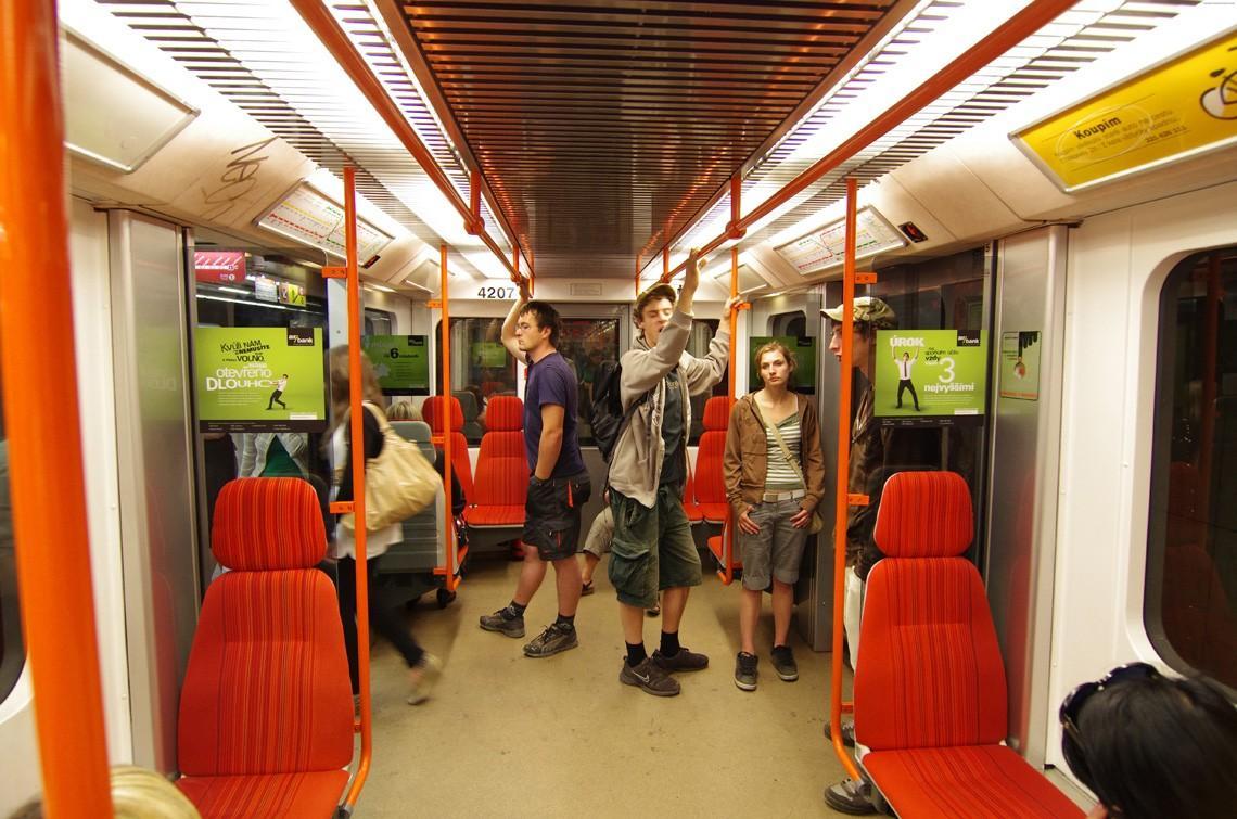 subwaywagons18 - Как выглядят вагоны метро разных стран и эпох