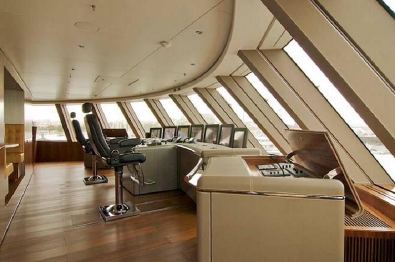 AYacht06 Причуды российских олигархов — яхта Мельниченко