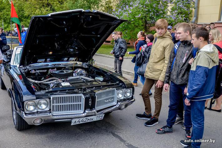 RetroAuto81 Ретропарад в седьмой раз собрал любителей автомобильной классики в Минске