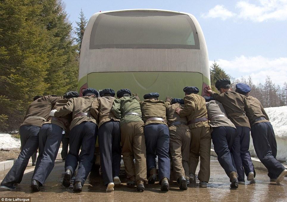 insideNorthKorea09 Запрещенные фотографии — Северная Корея, снятая скрытой камерой