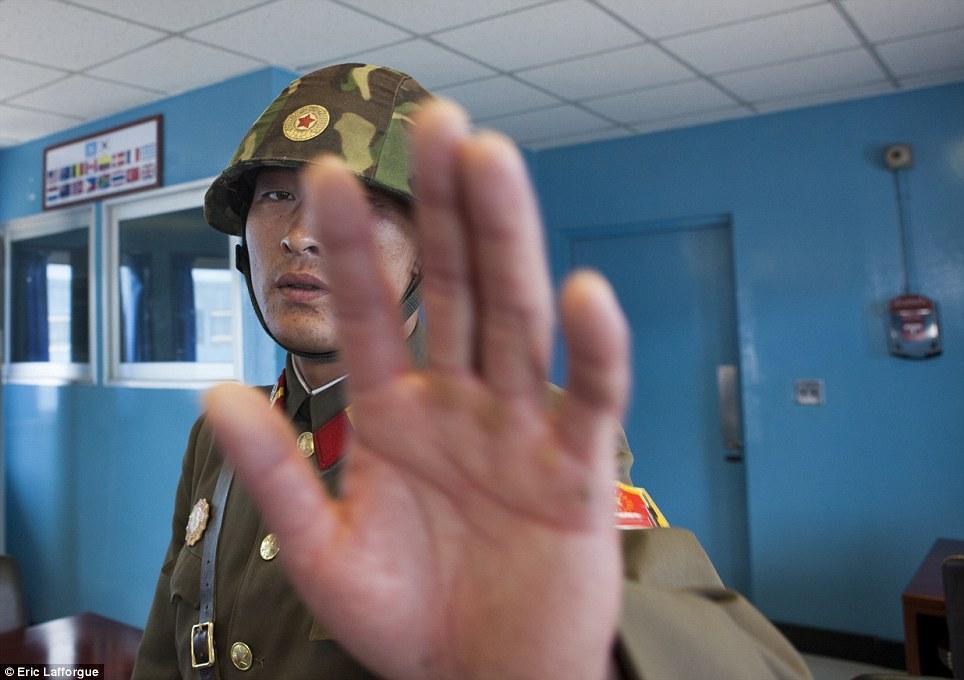 insideNorthKorea10 Запрещенные фотографии — Северная Корея, снятая скрытой камерой